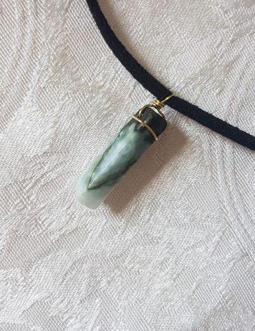 jade-green-stone-thin-choker