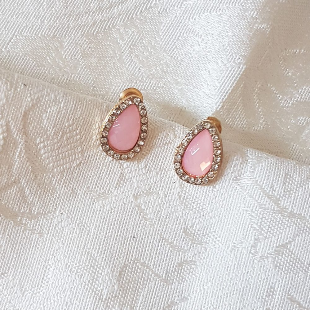 pink-gold-teardrop-earrings-diamond