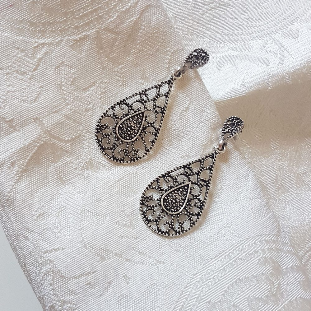 silver-teardrop-earrings